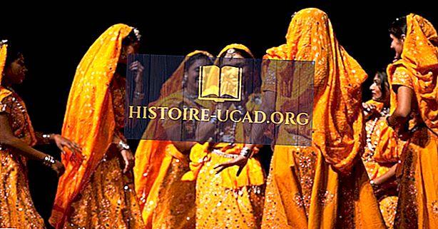 Jakie są przykłady tradycyjnej indyjskiej odzieży?