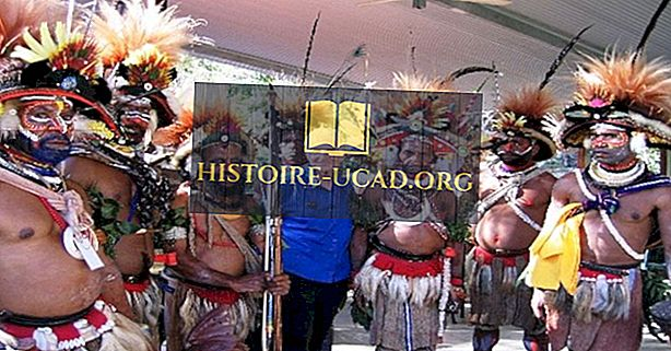 Хората на Хули от Папуа Нова Гвинея и техните драматични шапки