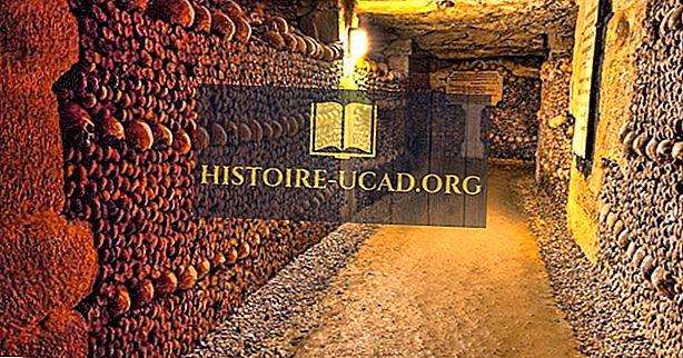 Parīzes katakombas - pazemes Boneyard Of France